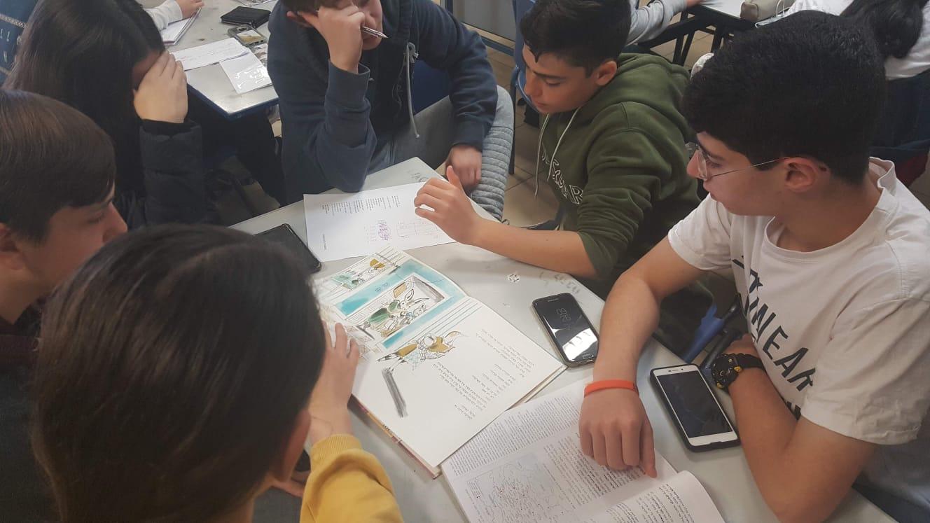 """תלמידי כיתה ט'5 כותבים מחדש את ההיסטוריה של תוצאות מלחמת העולם הראשונה, בהשראת """"דירה להשכיר"""" של לאה גולדברג:"""